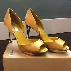 BCBG D'Orso heels mustard and gold 8 1/2